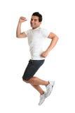 Aufgeregter springender Mannenergieerfolg lizenzfreie stockfotos