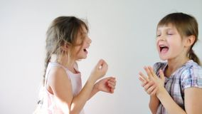 Aufgeregtes Gesicht eines kleinen Jungen stock video footage