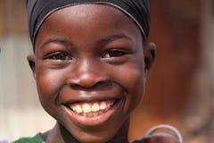 Aufgeregtes senegalesisches Mädchen am Tabaski Feiertag lizenzfreie stockfotos