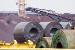 Aufgerollte Stahlbleche lizenzfreie stockfotos