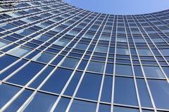 Aufgerundete moderne Fassade Stockfotografie