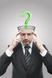 Aufgeschlossener Mann mit grünem Fragezeichen nach innen Stockfotografie