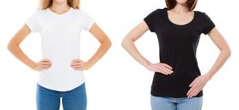 Aufgestellt von T-Shirt Entwurf und vom Leutekonzept - Abschluss der jungen Frau im Hemdfreien raum weiß und im schwarzen T-Shirt stockfoto