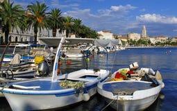Aufgeteilter Kanal und Stadt - Kroatien Lizenzfreies Stockfoto