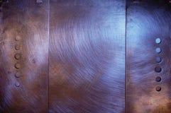 Aufgetragene Metalauslegung mit Löchern Stockfotografie