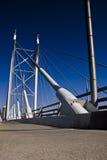 Aufhebung-Brücke u. Gehweg stockfotografie