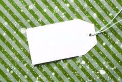 Aufkleber auf grünem Packpapier und Kopien-Raum, Schneeflocken Stockbilder