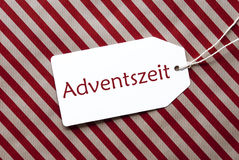 Aufkleber auf rotem Packpapier, Adventszeit bedeutet Advent Season Stockfotos