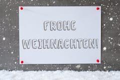 Aufkleber auf Zement-Wand, Schneeflocken, Frohe Weihnachten bedeutet frohe Weihnachten Lizenzfreie Stockbilder