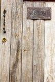 Aufkleber des Gastes nur auf Holz Lizenzfreie Stockfotos