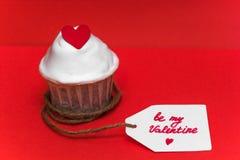 Aufkleber des kleinen Kuchens mit Aufschrift ist mein Valentinsgruß Stockfotografie