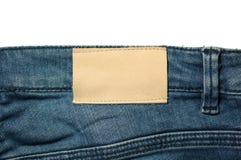 Aufkleber des weißen Leders auf den Jeans lokalisiert auf Weiß Stockfoto