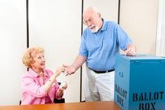 Aufkleber für älteren Wähler Stockbild