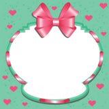 Aufkleber mit einem rosa Bogen und Herzen Stockfotografie