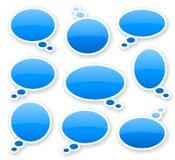 Aufkleber von blauen glatten Comicstextblasen Stockbild