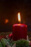 Aufkommen Wreath mit brennenden Kerzen Lizenzfreies Stockfoto