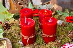 Aufkommen Wreath mit Kerzen Stockfoto