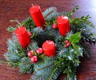 Aufkommen Wreath mit vier Kerzen Stockfotos