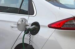 Aufladendes elektrisches Auto Lizenzfreie Stockbilder