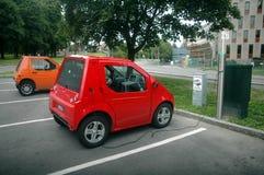Aufladendes elektrisches Auto Stockbilder