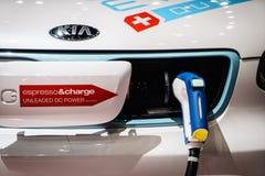 Aufladendes elektrisches Auto Stockfotos