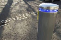 Aufladenpunkt des elektrischen Autos stockfotografie