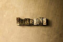 AUFLADUNG - Nahaufnahme der grungy Weinlese setzte Wort auf Metallhintergrund Stockfotos