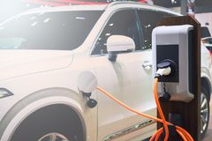 Aufladungsenergie des Elektroautos in der Station Stockbild
