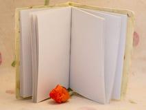 Auflage des Papiers mit leerer Seite Stockbild