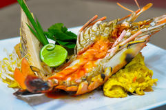 Auflage thailändisch mit riesiger Frischwassergarnele Stockfoto