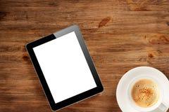 Auflagen-PC und -Tasse Kaffee lizenzfreies stockbild
