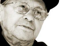 Aufmerksamer alter Mann Lizenzfreie Stockfotografie