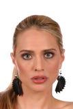 Aufmerksamer Blick der schönen blonden Frau mit grauen Augen - portra Lizenzfreies Stockbild