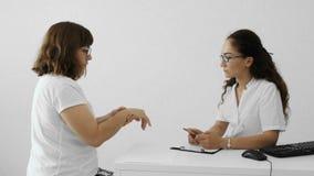 Aufnahme am Doktor stock video footage