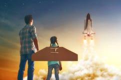 Aufpassen, wie man ein Raumschiff fliegt Stockbild
