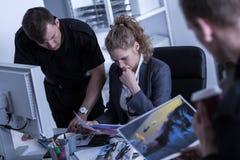 Aufpassende Bilder des Polizeibeamten Lizenzfreies Stockfoto