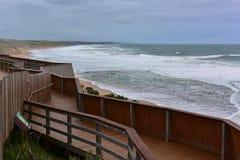 Aufpassende Plattform Logan Beach-Wals in Victoria Lizenzfreie Stockfotos