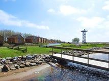 Aufpassender Turm, stillstehende Häuser und Schiffe, die Plätze, Litauen halten lizenzfreies stockfoto