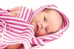 Aufpassendes neugeborenes Baby lizenzfreie stockfotografie