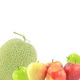 Aufrechter Apfel der Melonen-Frucht auf einem weißen Hintergrund Stockfoto