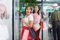 Aufregender Tag des Einkaufens lizenzfreie stockfotos