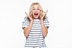 Aufregung und Verwunderung Attraktive junge Frau, die mit Freude, mit den Augen voll vom Glück, aufgeregt schreit lizenzfreie stockfotos