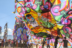 Aufrichten des Drachens am riesigen Drachenfestival, der Allerheiligen, Guatemala Stockbild