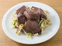Aufruhr Fried Bean Sprout mit erstarrtem Schweinefleisch-Blut Stockfoto