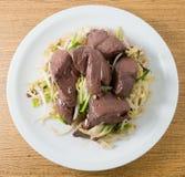 Aufruhr Fried Bean Sprout mit Schwein-Blut-Klumpen Stockfoto