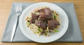 Aufruhr Fried Bean Sprouts mit Schweinefleisch-Blutwurst Lizenzfreies Stockbild