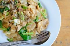 Aufruhr Fried Rice Noodle mit Ei und Schweinefleisch Stockfoto