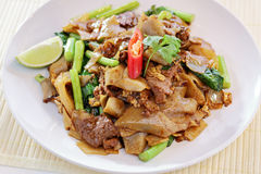 Aufruhr gebratene fette Nudeln mit chinesischem Brokkoli Lizenzfreie Stockfotos
