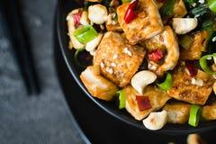 Aufruhr gebratener Tofu, Acajoubaum, Paprika Schließen Sie oben, Draufsicht Stockfoto