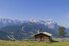 Aufs Wettersteingebirge di Blick Fotografie Stock Libere da Diritti